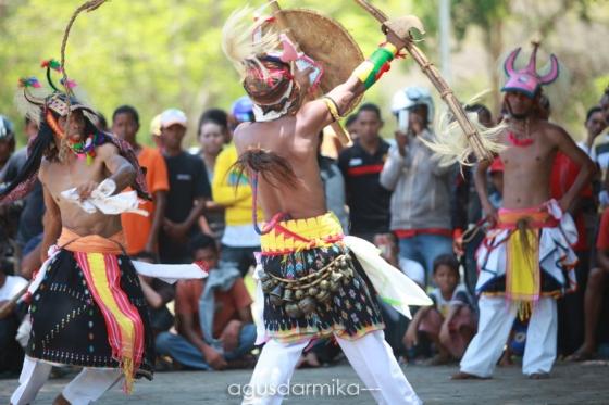 ------ Caci dance (2)